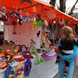 Feria de artesanos y emprendedores en Villa Floresta