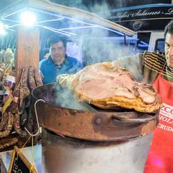 Feria gastronómica y música en la Plaza San Martín