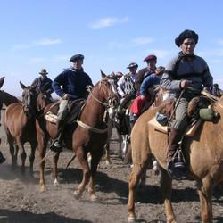 Fiesta Día Nacional del Gaucho con Amboé y Los Cantores del Alba